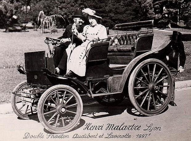 Audibert-et-Lavirotte-double-phaeton-a-hautes-roues-Voiture-ancienne-de-1897