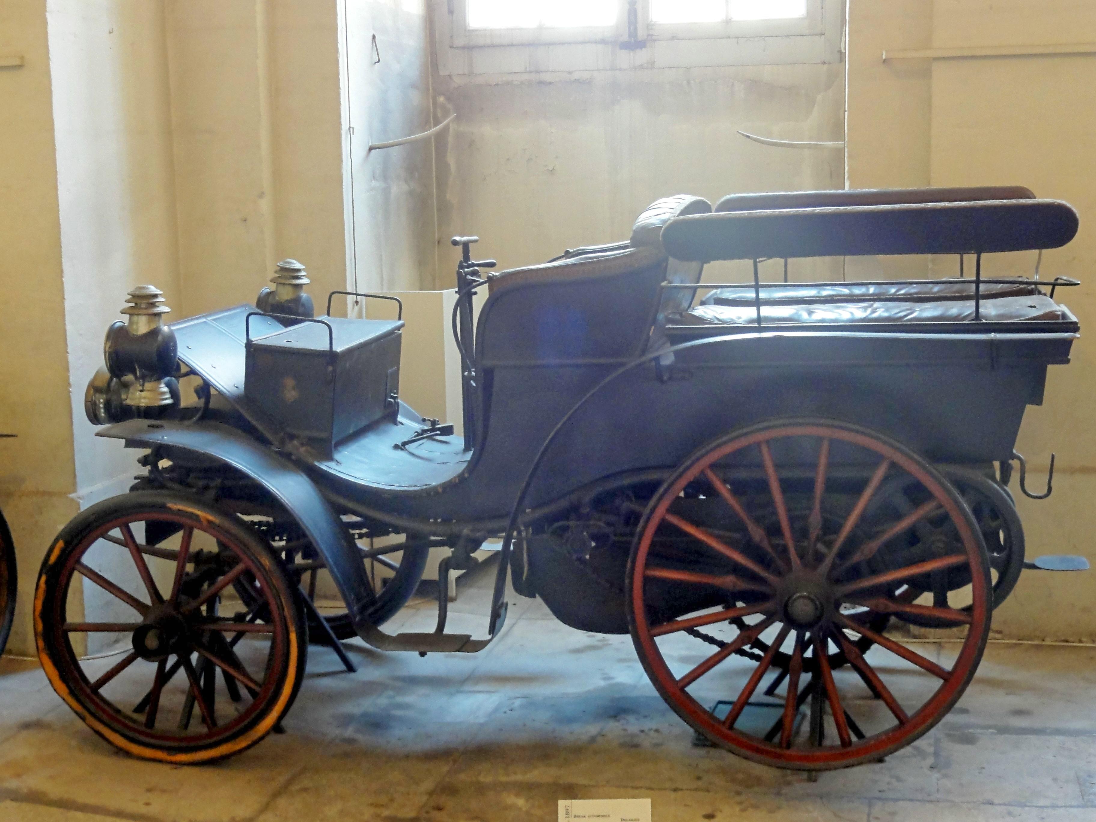 Compiègne_60_musée_de_la_Voiture_Break_automobile_Delahaye_1897_1