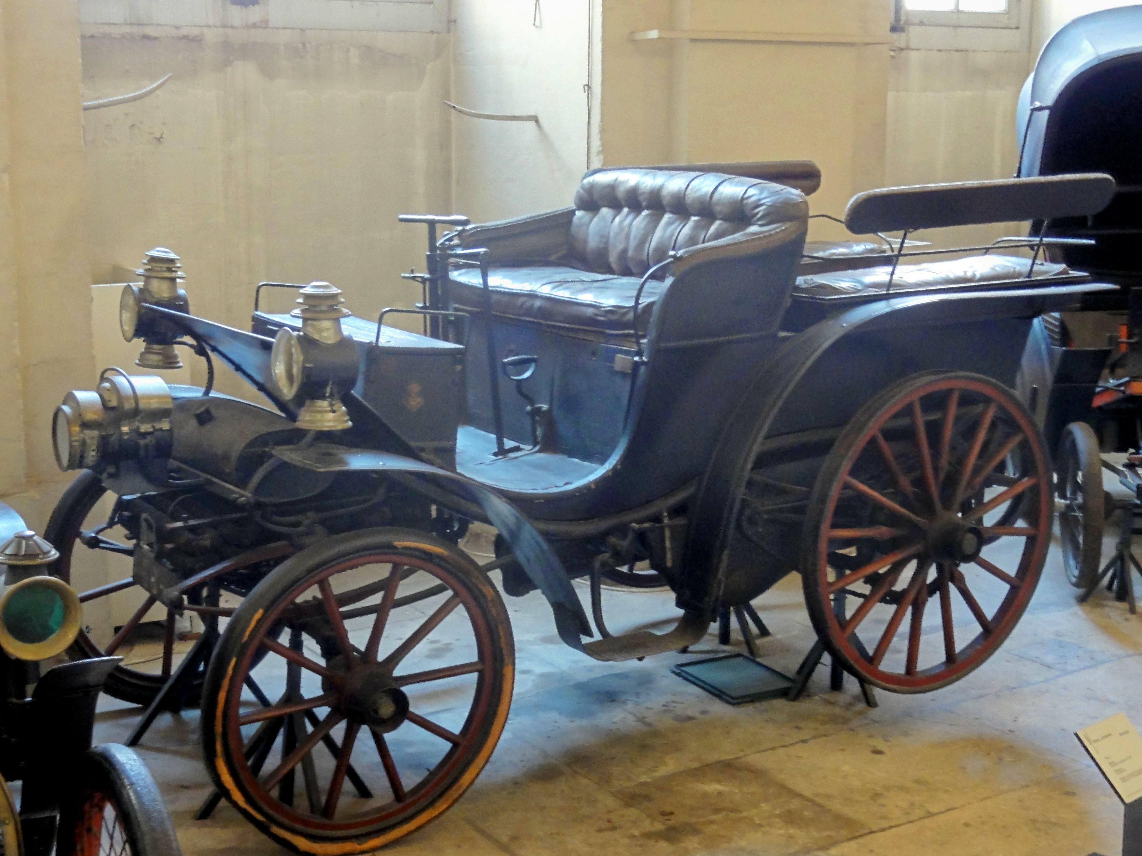 Compiègne_60_musée_de_la_Voiture_Break_automobile_Delahaye_1897_2