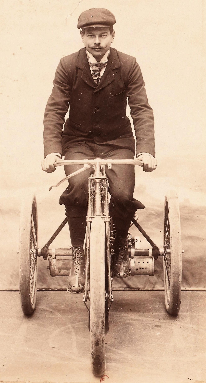 J._Marcellin_1898_vainqueur_tricycle_de_Dion_1898_de_Paris-Amsterdam-Paris_RM_de_lheure_1899_55.5kmh_vainqueur_motocycle_Buchet_7hp_1900_de_Circuit_du_Sud_Ouest_et_Tu-1