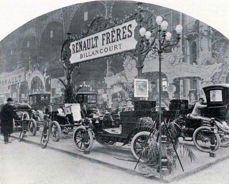 Le_stand_Renault_Frères_au_salon_de_lautomobile_de_Paris_en_1901