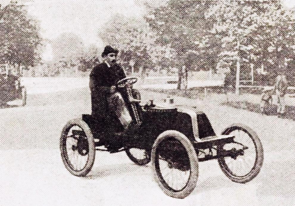 Louis_Renault_première_voiturette_après_Paris-Bordeaux_1901_12e_au_général