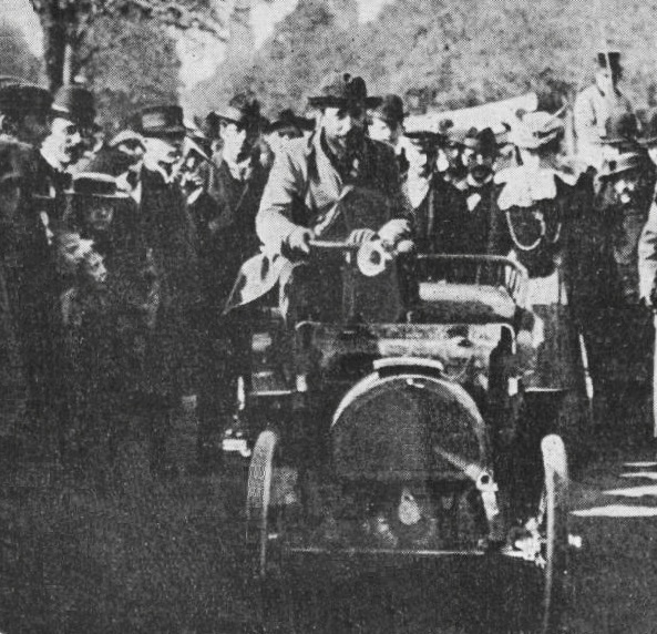 Marcel_Renault_troisième_de_Paris-Rambouillet_1899_sur_voiturette_Renault